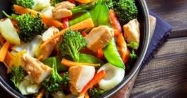 Chinesische Gemüsepfanne mit Tofu